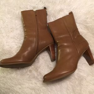 Gianni Bini tan leather ankle boots